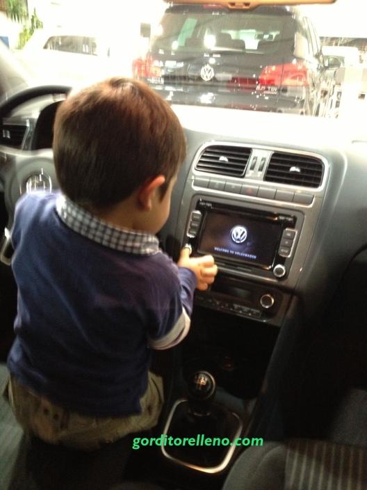 bebe Conduciendo