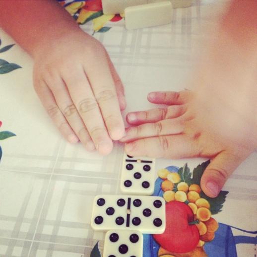 jugando al domino